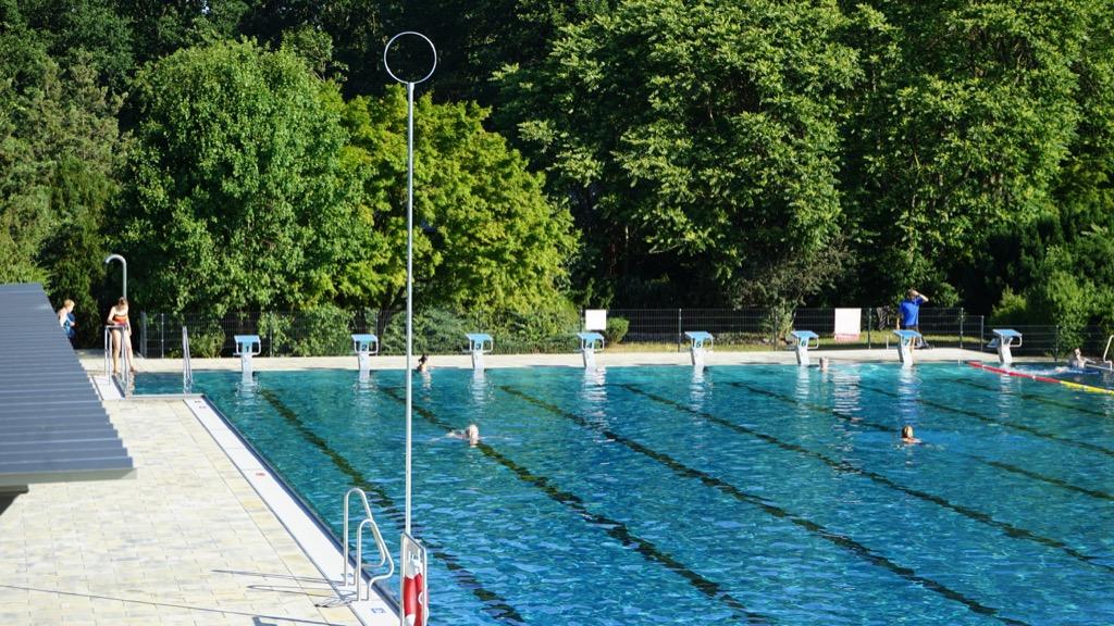 50 Meter Sportbecken 2