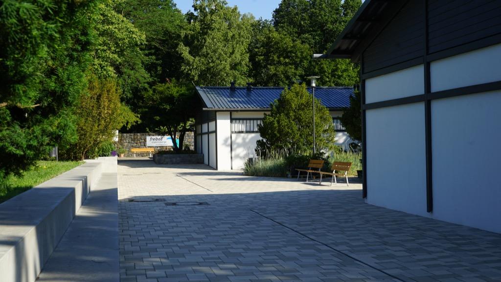 Außenanlage des Freibades Kiebitzberg 6