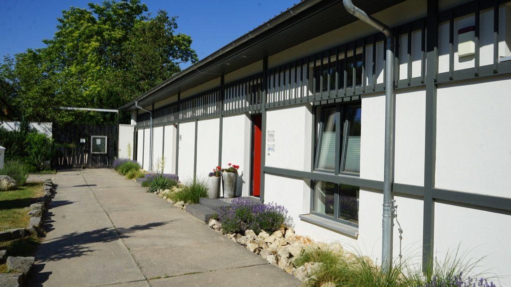 Eingang zur Büro der Verwaltung des Freibades Kiebitzberge