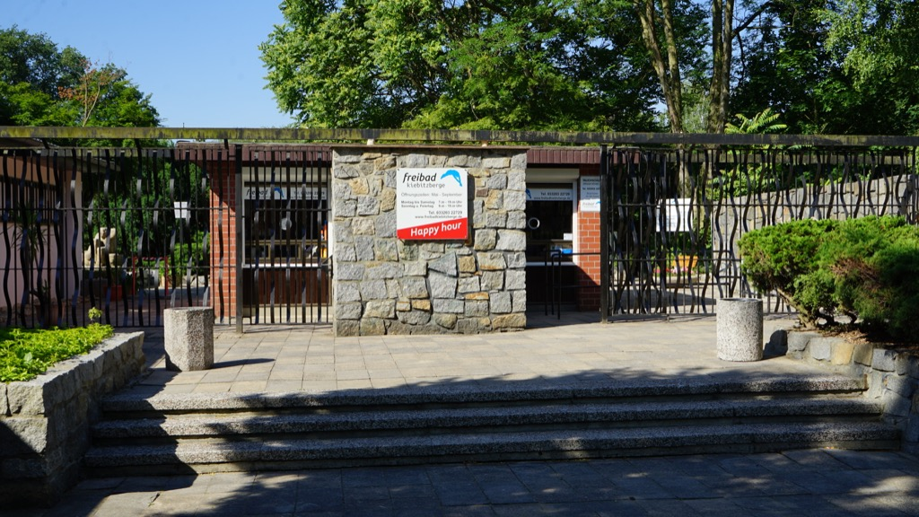 Eingangsbereich zum Freibad Kiebitzberge 3