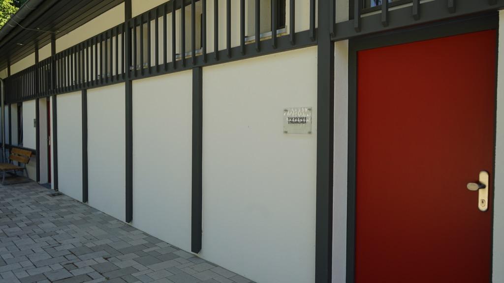 Verwaltungs- und Umkleidehäuser